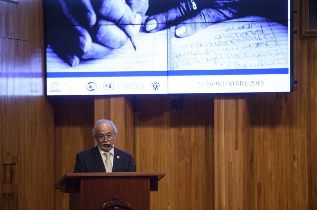 Guillermo Orozco en la inauguración de la Cátedra, noviembre 2015. Foto: Jorge Alberto Mendoza / Comunicación Social UDG.